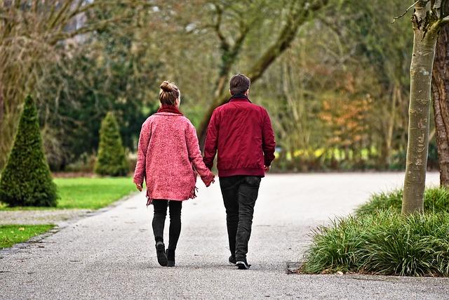 Muž a žena v parku