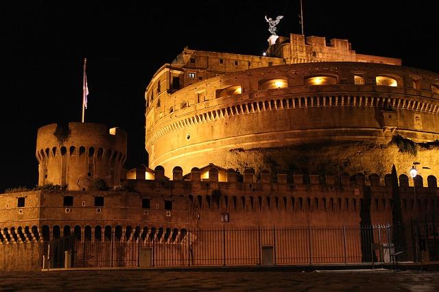 osvětlení hradního komplexu halogenovými reflektory